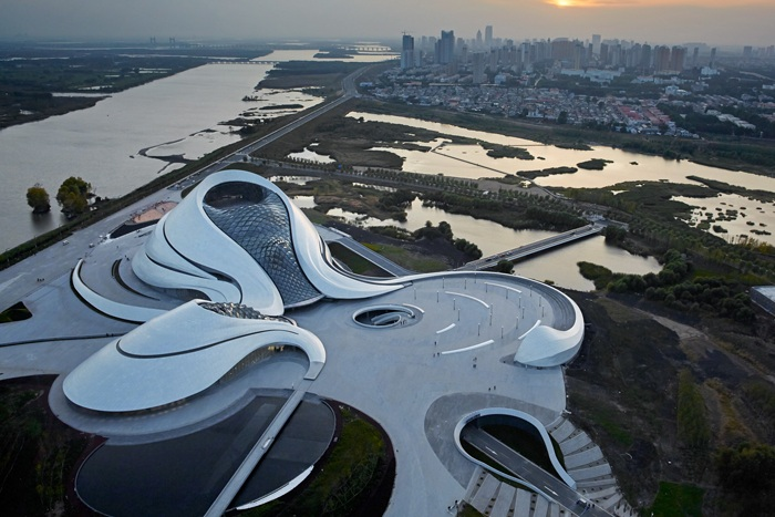 Футуристический оперный театр открылся в китайском городе Харбин.