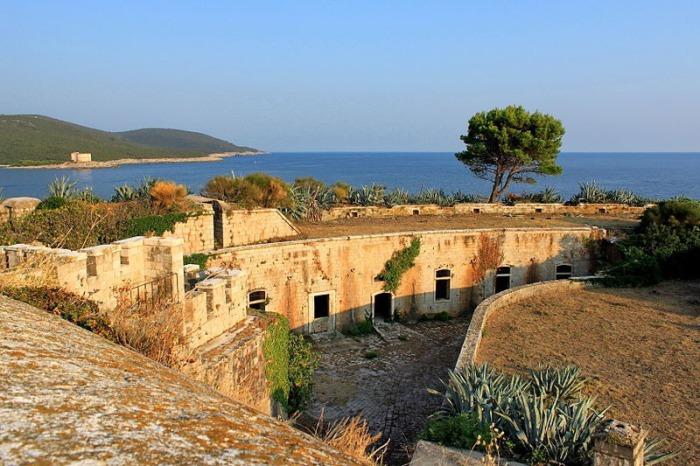 Форт на острове Мамула, который использовался как концлагерь в 1942 году.