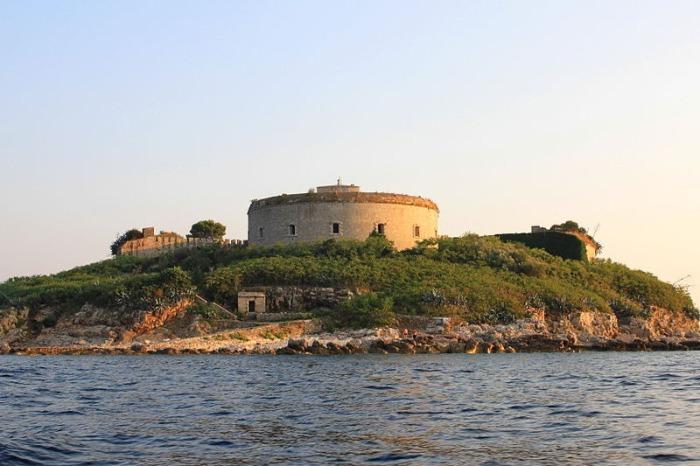 Компания Orascom Development Holding AG осуществит перестройку форта в отель.
