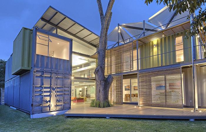 «Casa Incubo» - дом из контейнеров.