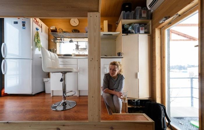 Кухня в домике площадью 16 квадратов.