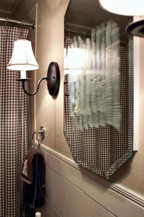 Наносим мыло на всю поверхность зеркала . | Фото: creeklinehouse.com.