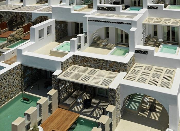Отель, спроектированный греческим архитектором Александросом Коловосом.
