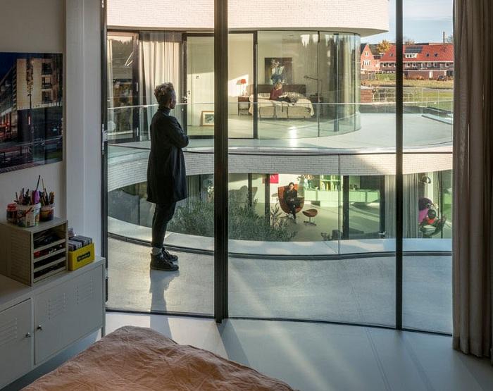 Архитектура дома создаёт ощущение единения всего дома.