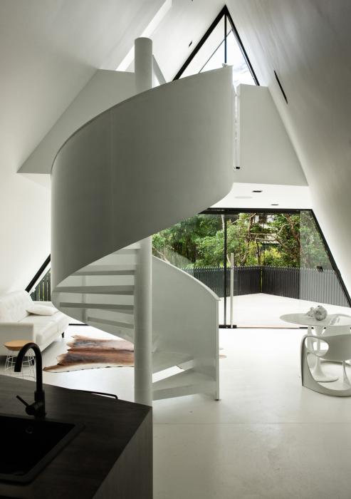 Простые геометрические формы объединены в сложный единый интерьер.