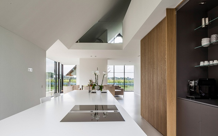 Вилла от архитекторской студии Maas Architecten. Кухня.