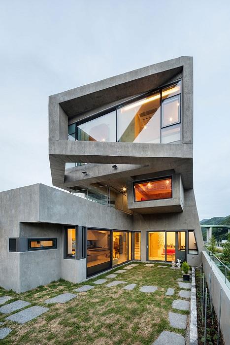 Дом со сложной геометрией.