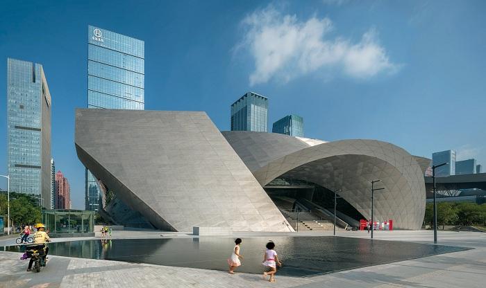 Архитекторский проект австрийского бюро Coop Himmelb(l)au.