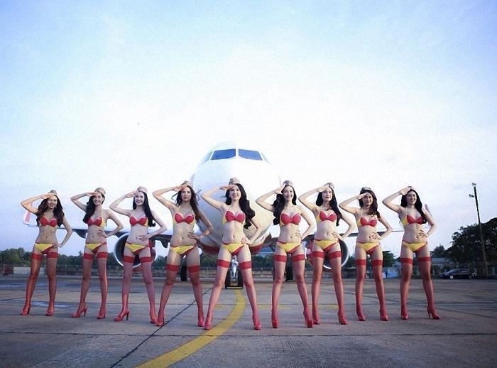 Стюардессы снимаются для календаря.