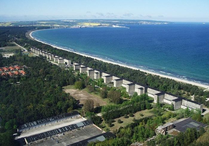 Бывший нацистский отель на берегу острова Рюген.