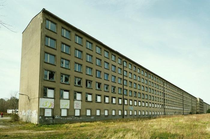 «Прора» - отель, рассчитанный на 20 тысяч посетителей.