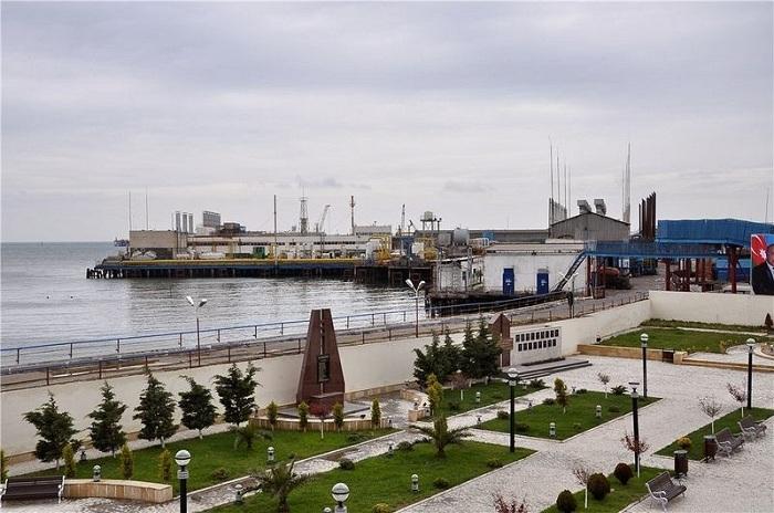 Нейт-Дашлары - город в Каспийском море.