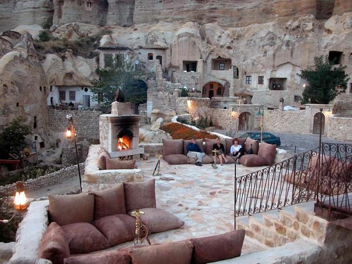 Отель в пещерах 5 века.