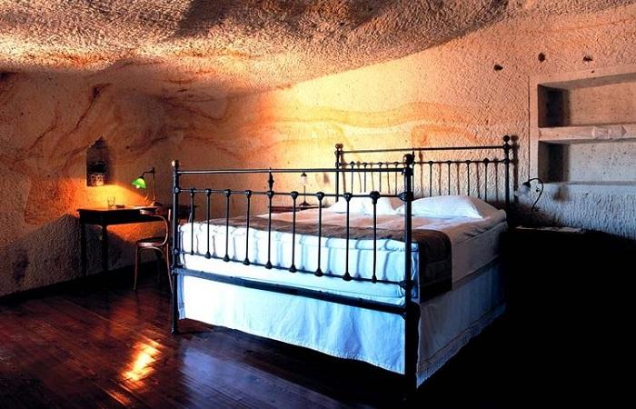 Спальня в пещере.