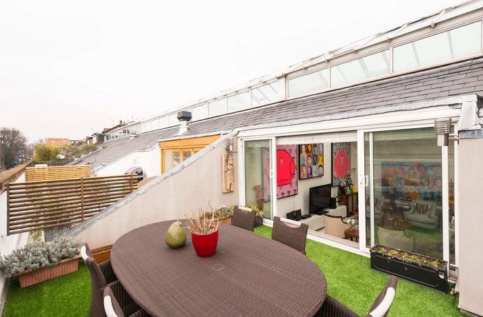 Терраса на южной стороне крыши.