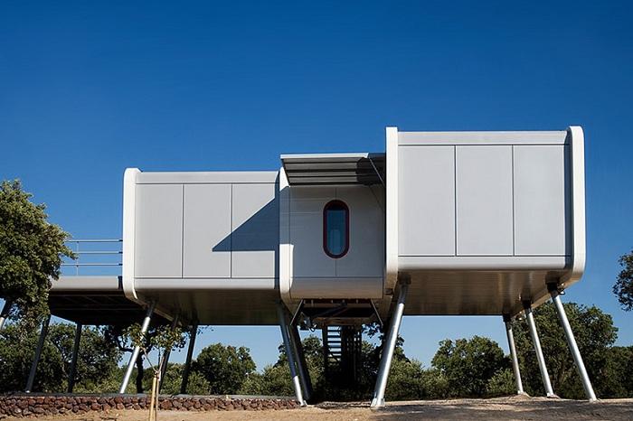 Spaceship Home  -дом в духе научной фантастики.