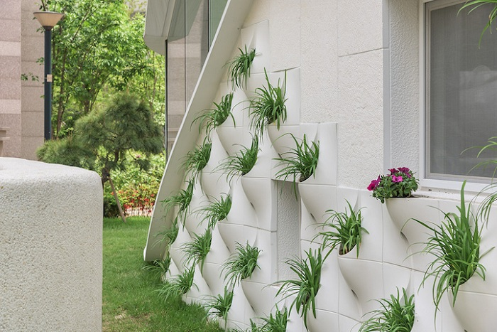 Дом c Pocket Panel - панелями с ячейками для растений.