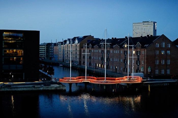 «Круговой мост» - пешеходный мост, построенный в виде пяти круговых колец.