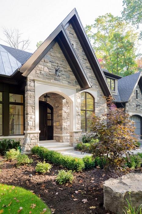 Copper Corner Residence. Фасад из натуральных облицовочных материалов.