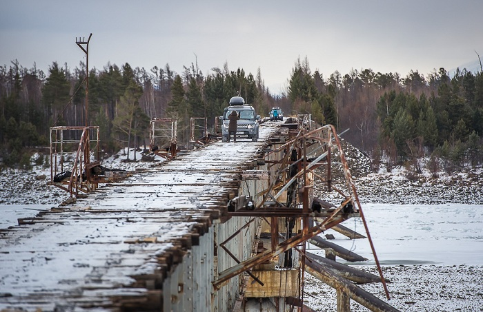 Мост - по которому переправляться опасно для жизни.