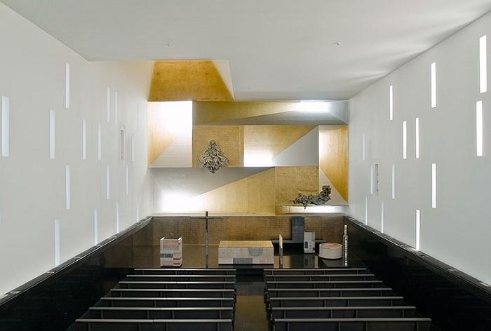 Внутреннее убранство церкви Санта-Моника.