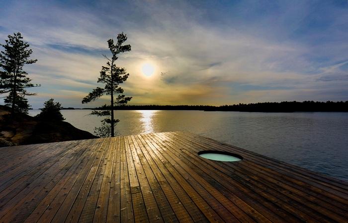 Grotto-Sauna - сауна на скалистом берегу озера Гурон (Канада).