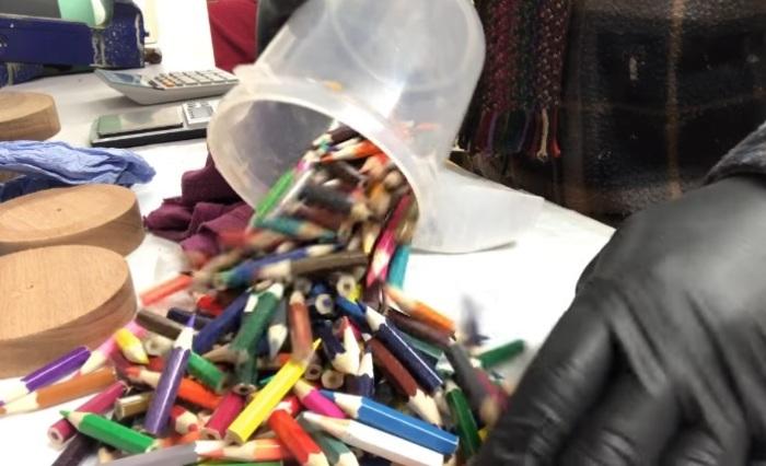 Для изготовления изделия нужно много карандашей.
