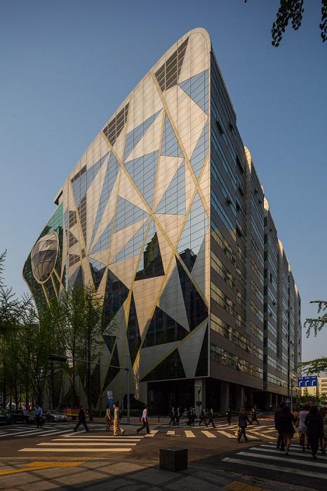 Здание в авангардном стиле.
