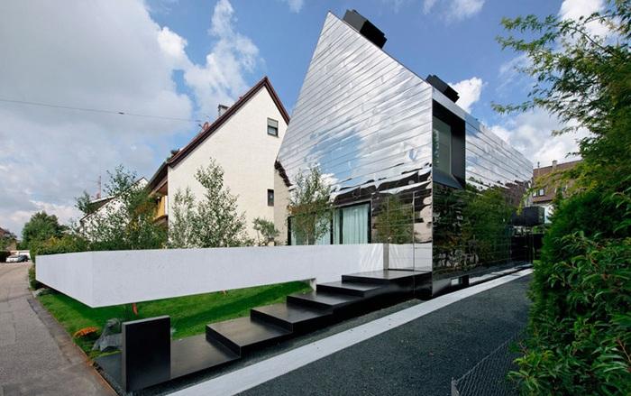 House WZ2 - дом-кривое зеркало.