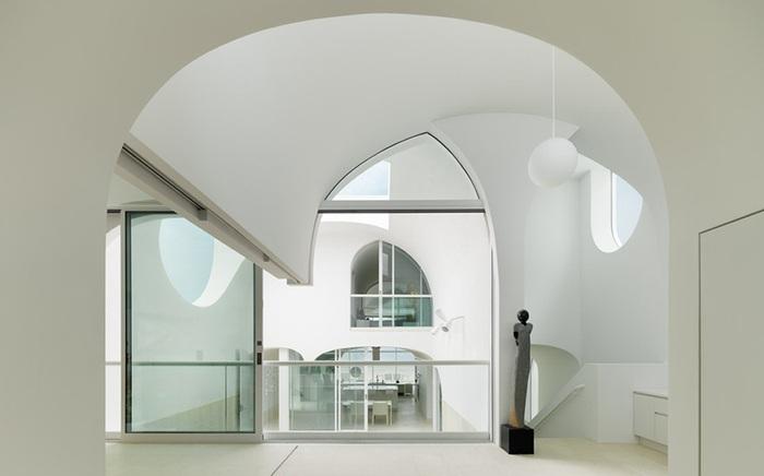 Сводчатые арки как часть интерьера дома.