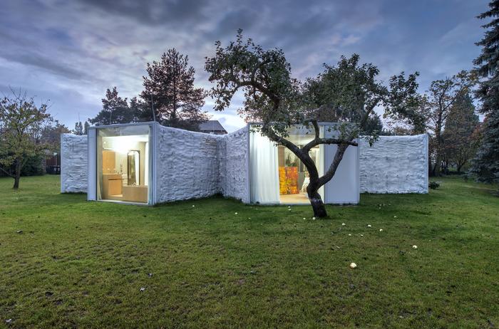 Дом-хамелеон, построенный в предместье Праги.