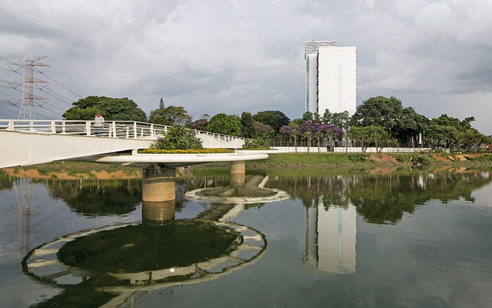 Оригинальная конструкция разводного моста.