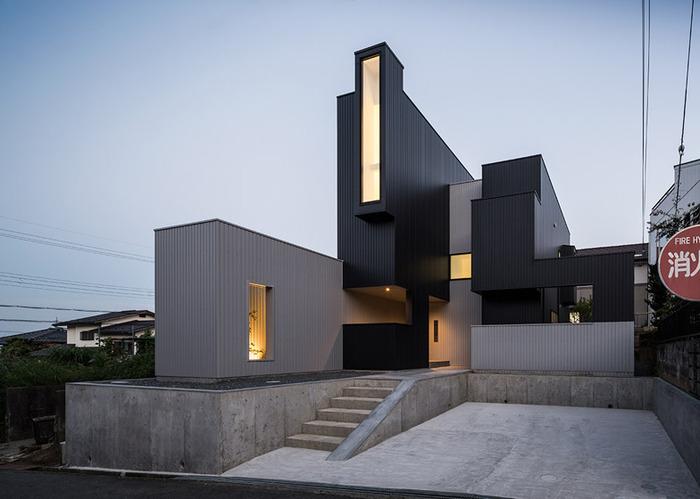 Scape House - жилой особняк с фасадом из кубоидов.