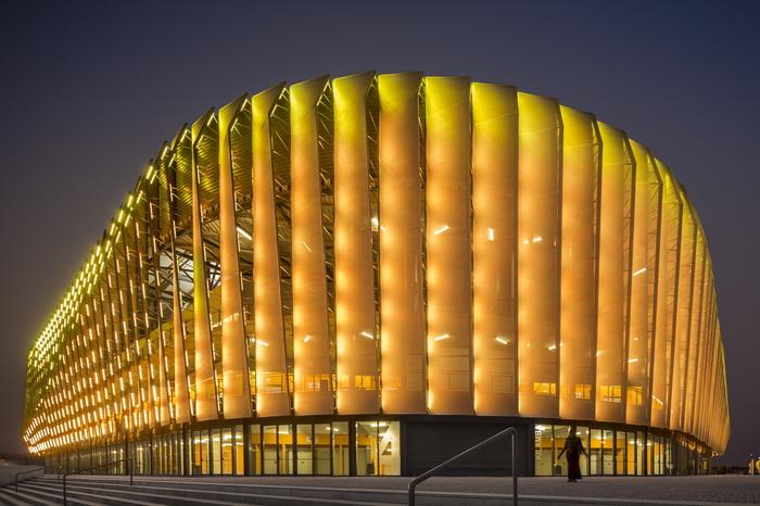 Оригинальная светодиодная подсветка спортивной арены.
