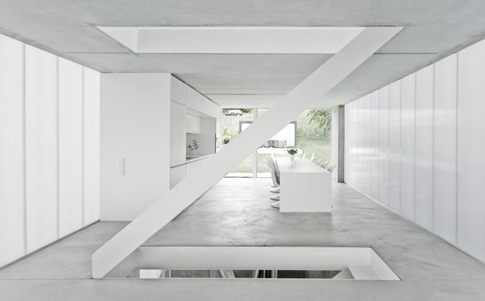 Haus F. Интерьер в светлых тонах.