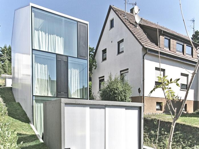 Haus F - узкий жилой особняк.