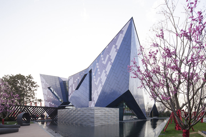Vanke Sales Center - центр продаж в Китае.