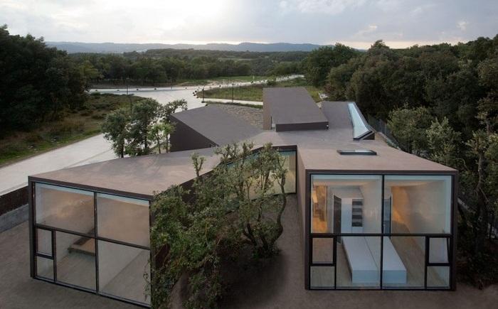 House and Studio YC - жилой дом в Испании.
