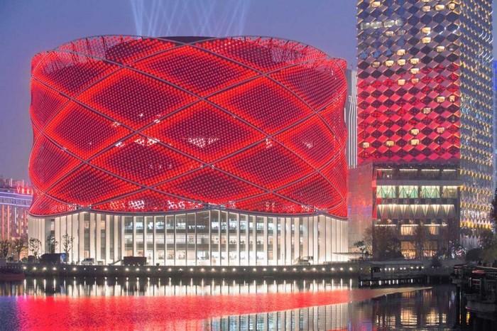 Здание в виде бумажного китайского фонарика.