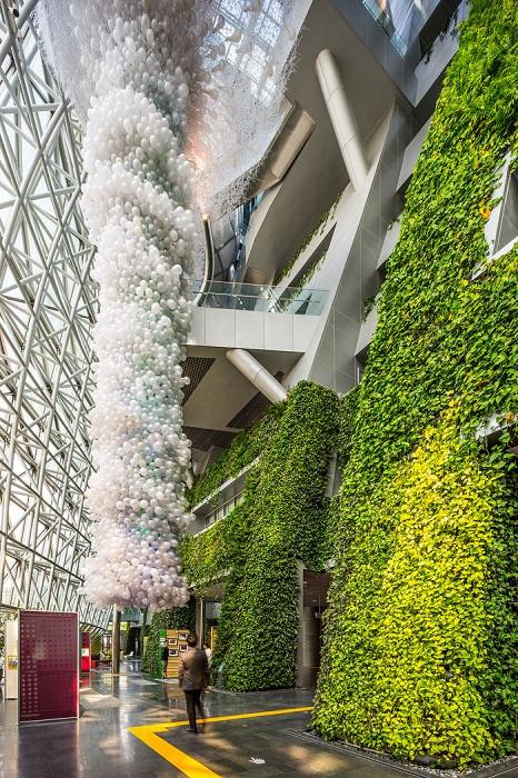Вертикальные сады внутри мэрии.