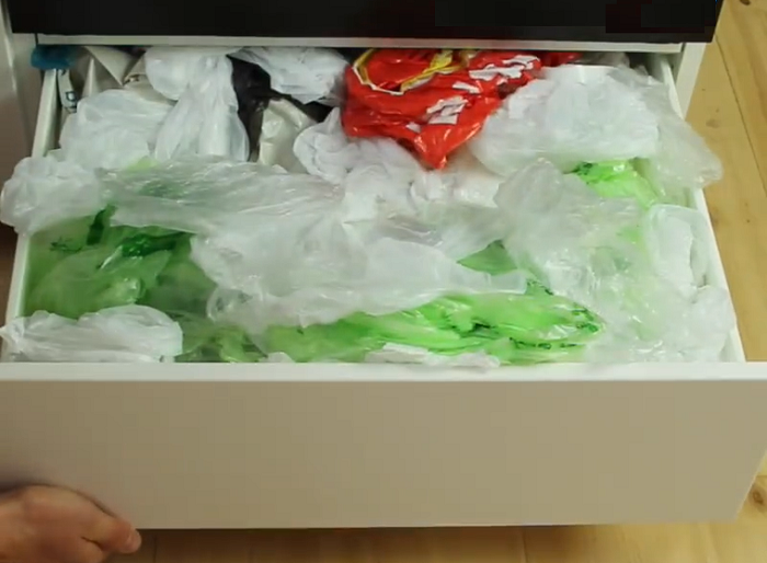 Как избавиться от ящика с кульками и пакета с пакетами.