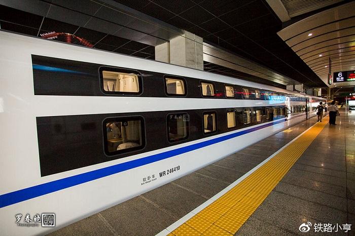 Поезд, курсирующий по маршруту «Пекин-Шанхай».