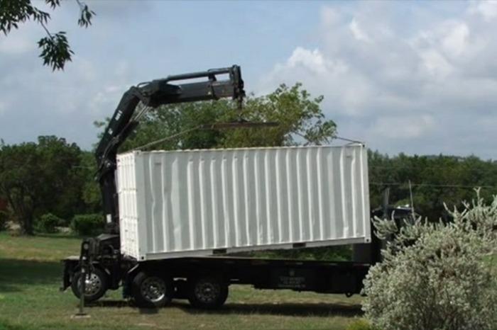 Доставка контейнера, из которого позже был сделан погреб.