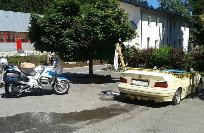Немец переделал свой автомобиль в бассейн. | Фото: mainpump.ru.