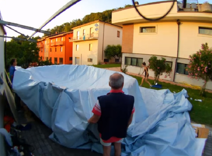 Для внутренней части бассейна используют гидроизоляционный материал.