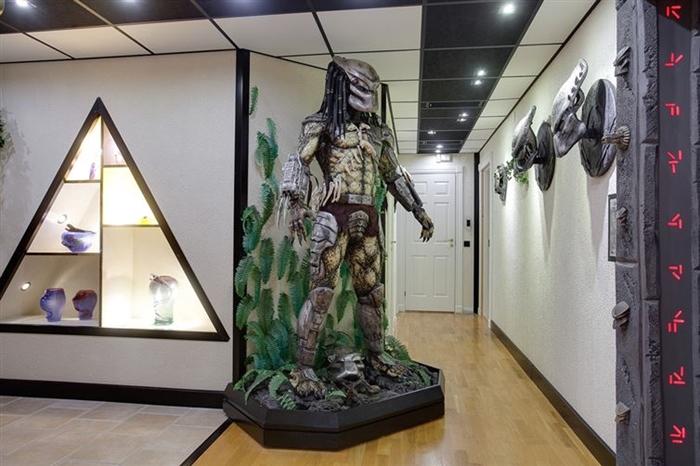 Статуя Хищника как предмет декора.