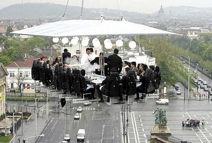 Ресторан, «зависший» на высоте 50 метров.