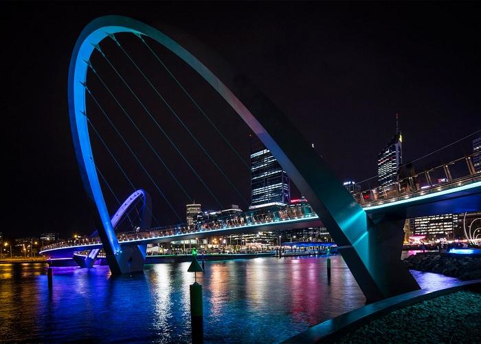 Elizabeth Quay Bridge - мост для пешеходов и велосипедистов в Австралии.