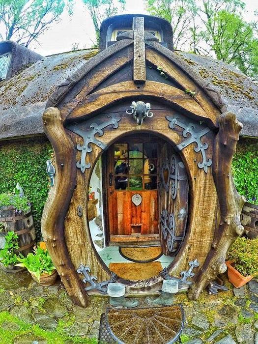 Домик хоббита в Шотландии. Вход внутрь.