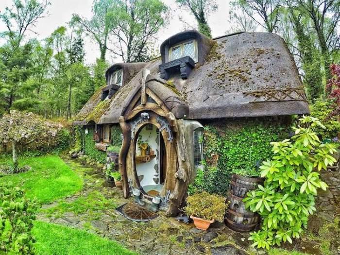 Stuart Grant построил для себя дом в стиле фэнтезийных романов.
